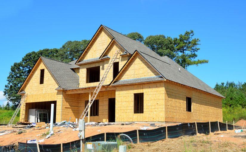Adekwatnie z aktualnymi przepisami nowo konstruowane domy muszą być oszczędne.